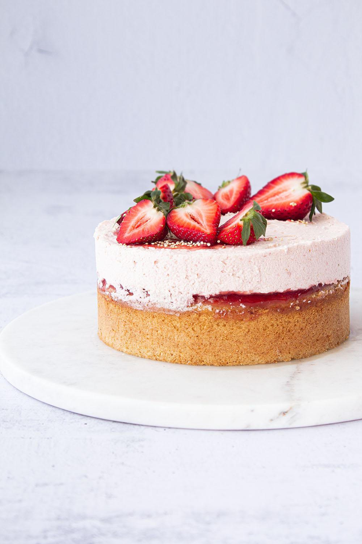 Eierlikör Kuchen mit Erdbeeren