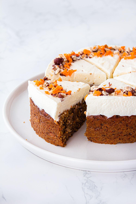 veganer carrot cake mit frischkäsecreme