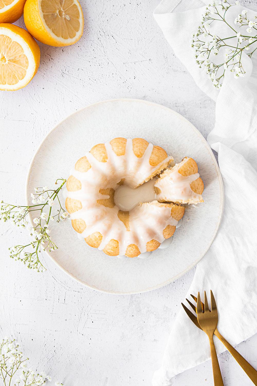 Fluffiger Zitronengugelhupf