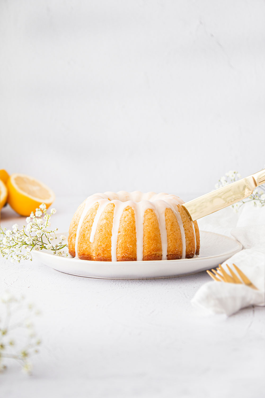 Einfacher Zitronengugelhupf
