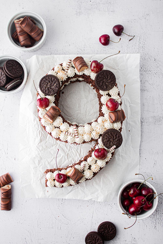 number cake mit kirsch-holunderblütenmarmelade